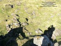 Леонид Кораблёв с фотоаппаратом (справа) и странная тень (слева). Хусавик, рядом со Стрейнгримсфьордом (скала